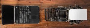 Máquina de escrever e notebook