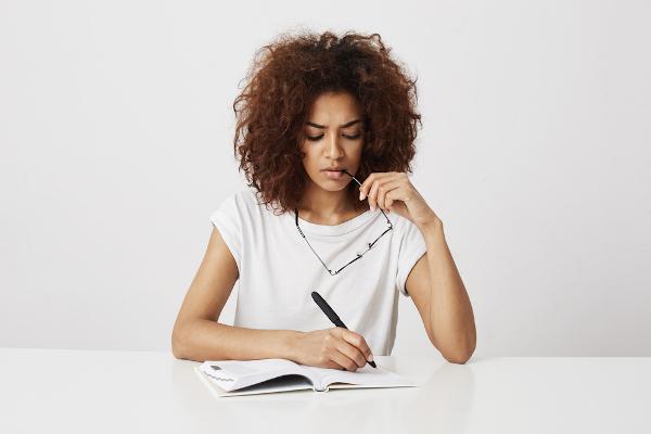 Estudar redação para o Enem é uma trajetória que requer dedicação e constância.