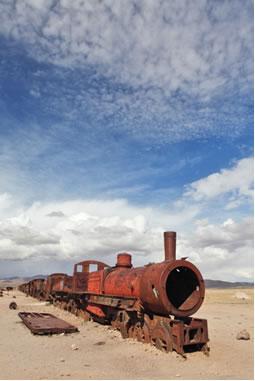 Estrutura metálica de trem não galvanizada, na Bolívia, toda comprometida em decorrência da corrosão