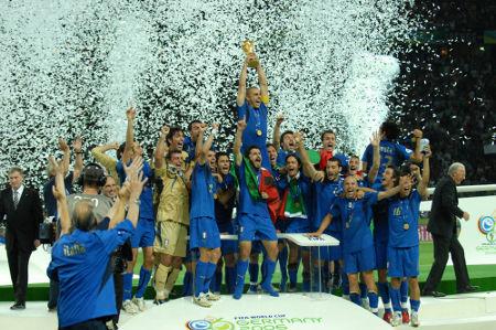 Seleção italiana é uma das mais tradicionais da história da Copa e venceu pela última vez em 2006 *