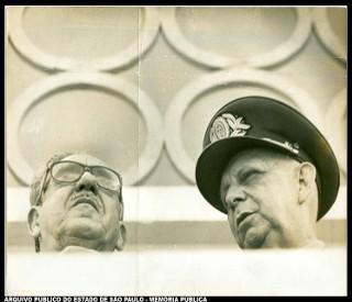 O presidente Artur Costa e Silva, à esquerda, com o ministro da Marinha Augusto Rademaker.*