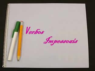 Verbos impessoais não possuem sujeito, por isso são conjugados somente na terceira pessoa do singular