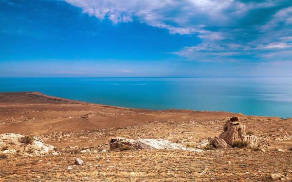 O Mar Cáspio integra a Depressão Aralo-Caspiana, localizada entre o continente europeu e o continente asiático.