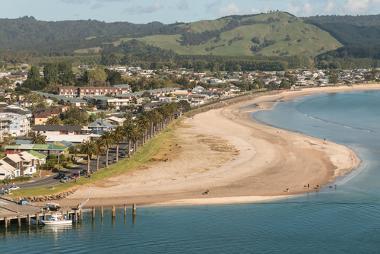 As praias formam-se a partir da sedimentação das rochas litorâneas