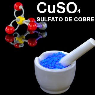 A fórmula do sulfato de cobre indica que ele possui 1 cobre, 1 enxofre e 4 átomos de oxigênio. A  cor azul deve-se à presença de cátions cobre