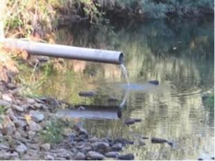 Dejetos lançados em rio