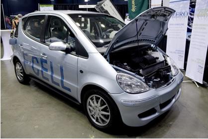 Carro movido a célula de hidrogênio combustível em exposição no dia 26 de setembro de 2008 em Santa Mônica