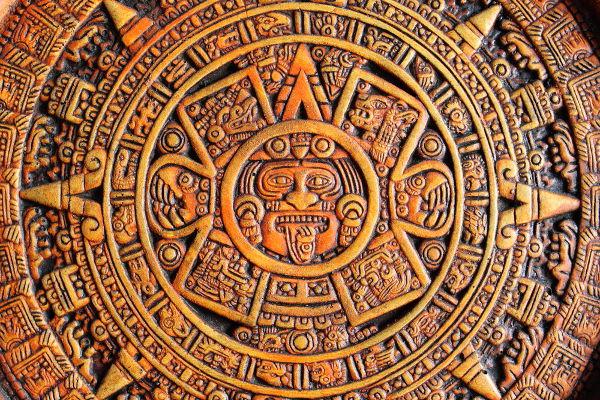 O calendário asteca previa a existência de cinco eras, e a última delas (a era que eles viviam) se encerraria no ano de 2027.