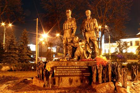 Memorial construído em Kiev (Ucrânia) em homenagem aos soldados que lutaram na Guerra do Afeganistão*