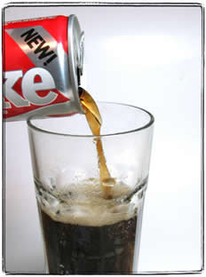 O refrigerante é uma solução líquida em que o solvente é líquido e o soluto é um gás