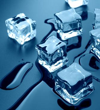 A fusão do gelo é um exemplo de processo espontâneo que ocorre na natureza e que resulta em um aumento da entropia de um sistema