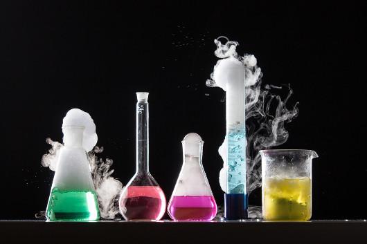 Observação de efervescência em reação química