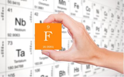 A família dos halogênios se inicia com o elemento flúor