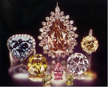 Apesar de todos serem diamantes com a mesma estrutura cristalina de carbono, alguns apresentam cores diferenciadas