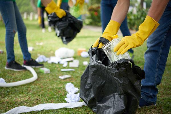 Quando lançado no ambiente, o lixo pode demorar anos para se decompor