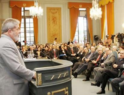 O presidente Lula em discurso na ABL: situação bem diferente dos tempos primordiais da instituição.