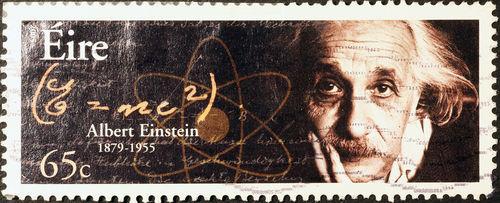 As teorias mais famosas de Einstein são as relacionadas com a relatividade e o efeito fotoelétrico *