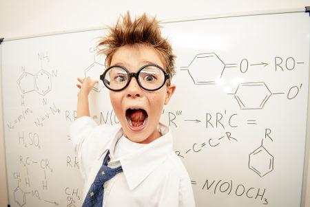 A massa molar deve ser calculada a partir das fórmulas das substâncias químicas