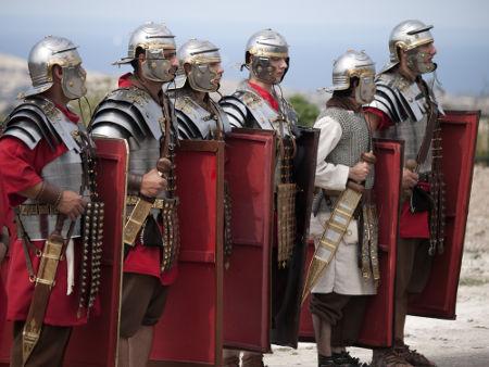 Representação moderna da legião romana, composta por soldados que foram usados para implantar a Pax Romana *