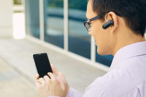O headset é uma tecnologia de transmissão de dados por Bluetooth utilizada para receber e fazer ligações