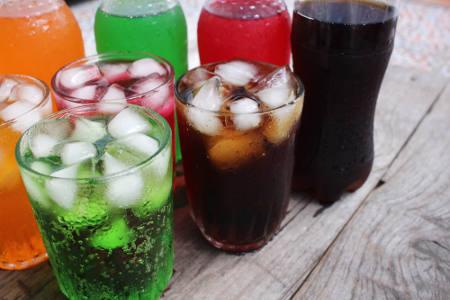 Os refrigerantes são exemplos de soluções líquidas que podemos encontrar no dia a dia