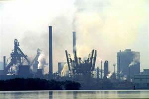 Poluição gerada por indústrias.