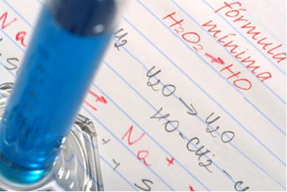A fórmula mínima indica a menor proporção entre os elementos