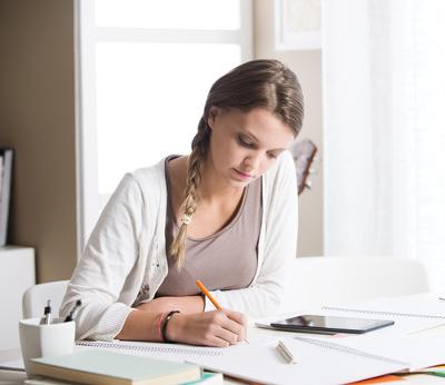 Não existe fórmula mágica para escrever bem: muita leitura e dedicação são indispensáveis