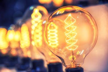 A Eletricidade volta-se para os efeitos gerados pelas cargas elétricas em repouso ou em movimento