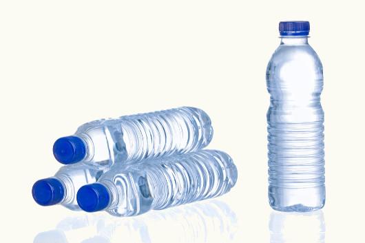 Será que toda água mineral que compramos é realmente natural?