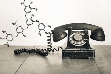 O telefone na imagem é feito de baquelite