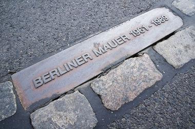 O muro de Berlim começou a ser erguido em 1961 com o objetivo de isolar a parte ocidental da capital alemã