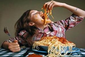 A alta e rápida ingestão de alimento, após longos períodos intencionais de dieta ou jejum, pode caracterizar a bulimia.