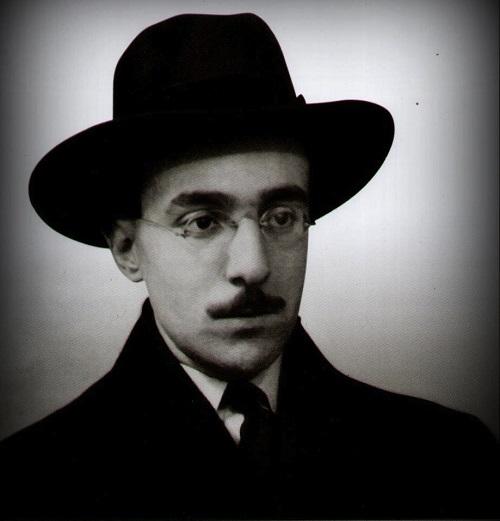 Fernando Pessoa nasceu em Lisboa, no dia 13 de junho de 1888. Faleceu na mesma cidade, no dia  29 de novembro de 1935, aos 47 anos