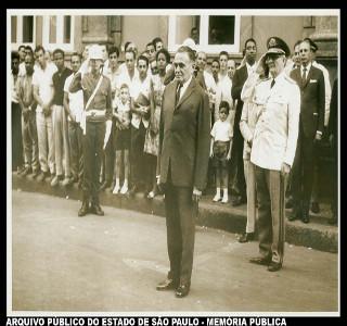 Marechal Humberto Castelo Branco em visita ao Supremo Tribunal Militar, em 1965. Com o AI-1, Castelo Branco tornou-se presidente do Brasil.*