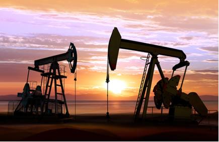 """""""Cavalos de pau"""" realizando extração de petróleo em terra firme"""
