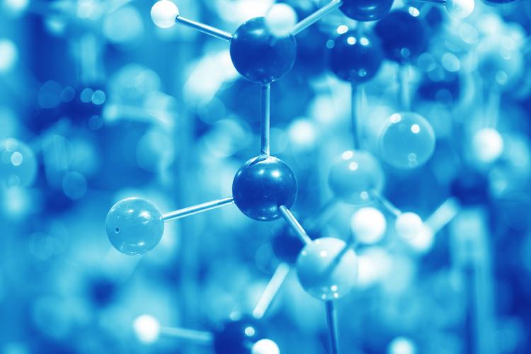 A presença de um único átomo diferente do carbono e do hidrogênio na molécula orgânica faz com que toda ela seja considerada polar