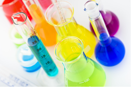 Ácidos e bases são as substâncias mais utilizadas em laboratórios