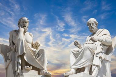O nascimento da Filosofia na Grécia se deve às características que o povo grego reunia naquela época