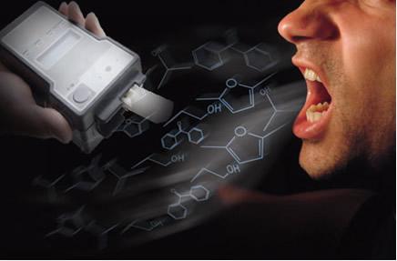 A medida do teor alcoólico do organismo humano pode ser efetuada pelo bafômetro