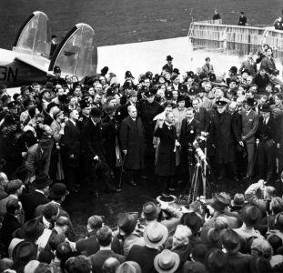 Chegada de Chamberlain a Londres após as negociações em Munique, em 1938