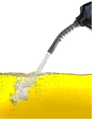 O etanol se mistura à gasolina porque ele possui parte da cadeia carbônica apolar