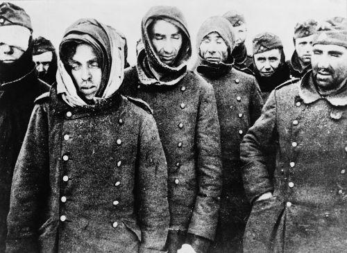 Soldados alemães presos em Stalingrado, em 1943