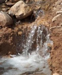Emersão de águas subterrâneas.