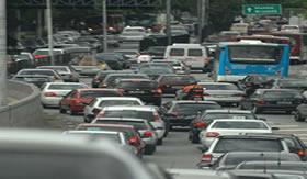 Gases gerados por automóveis causam chuva ácida.