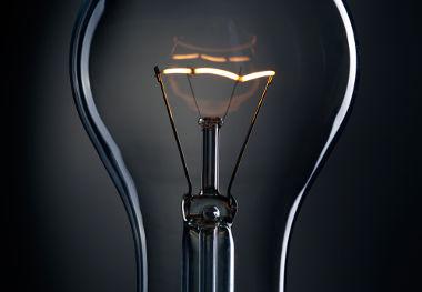 O filamento de tungstênio da lâmpada incandescente é um resistor que libera calor e pode ter a sua potência determinada
