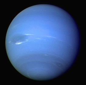 A cor azulada de Netuno é por causa do gás metano