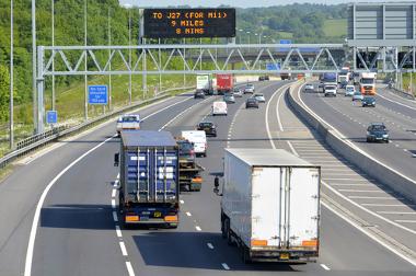 Com o aumento do fluxo de veículos, limitadores de velocidade tornaram-se essenciais para a segurança no trânsito