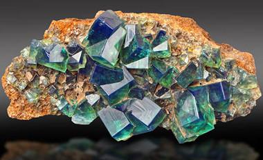 """Nessa rocha, temos a presença de um mineral chamado """"fluorita"""""""