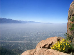 Smog visto do alto de uma montanha